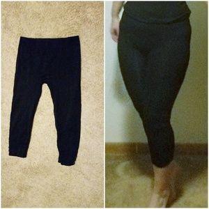 Pants - Black capris leggings